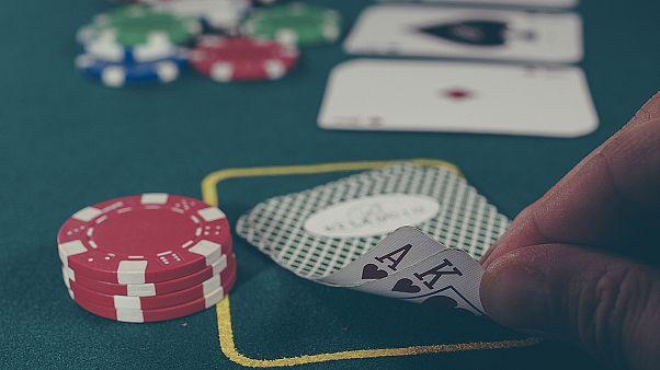 Κύπρος: Από την ηλικία των 12,5 ετών αρχίζουν να παίζουν τυχερά παιχνίδια