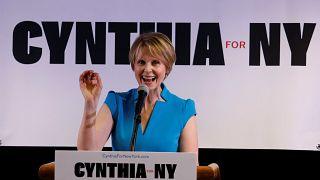 Cynthia Nixon durante un discurso