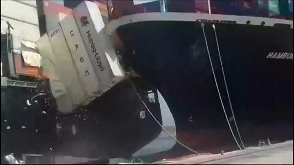 Столкновение судов в порту Карачи