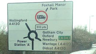 Próxima parada: ¿Narnia? Ciudades fantásticas aparecen misteriosamente en señales de tráfico de Reino Unido