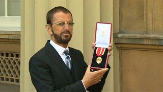Ringo Starr feito cavaleiro britânico