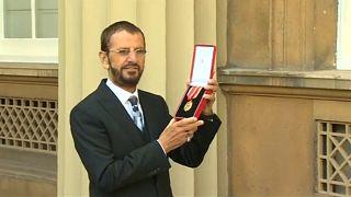 Lovaggá ütötték Ringo Starrt