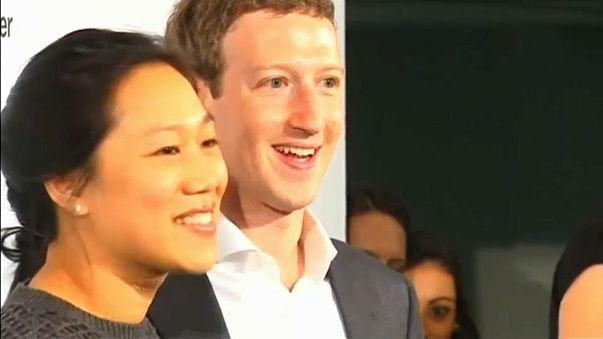 Facebook'un patronu Zuckerberg İngiltere Meclisi'nde ifade verecek