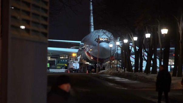 Les diplomates russes et leurs familles clament leur innocence à leur arrivée à Moscou