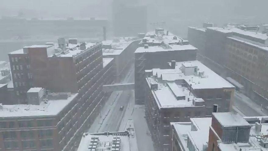 Tornádók és sűrű hóesések az Egyesült Államok déli és keleti vidékein