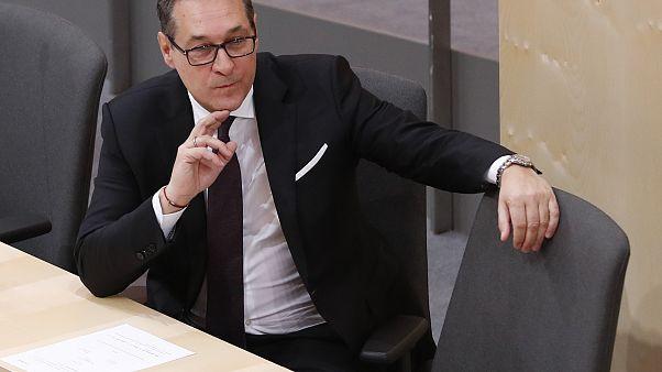 """Αυστρία: """"Φιάσκο"""" τα περί παρακολούθησης με """"κοριούς"""" του αντικαγκελάριου!"""