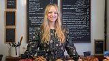 Claire Ptak, a Violet Bakery tulajdonosa, egyben az esküvői torta készítője
