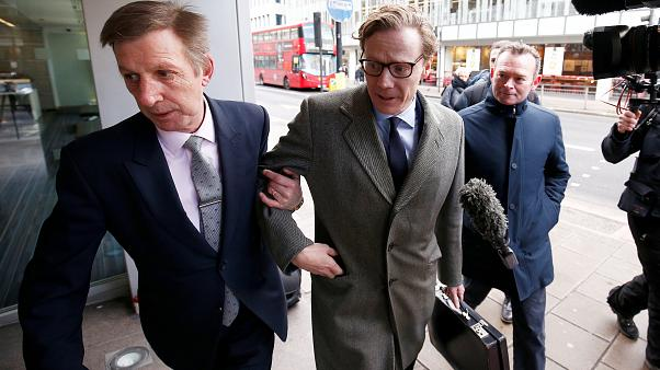 Scandale Facebook : le PDG de Cambridge Analytica  limogé