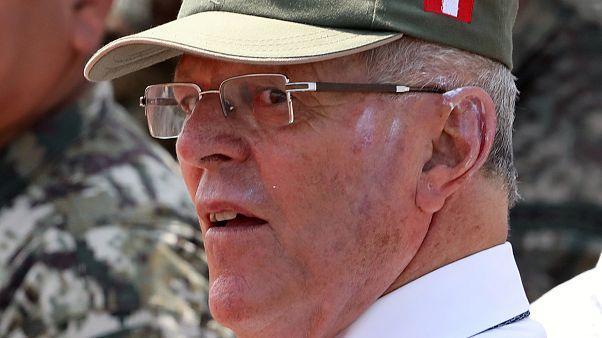 Los 'Kenjivídeos' colocan a Kuczynski al borde del abismo