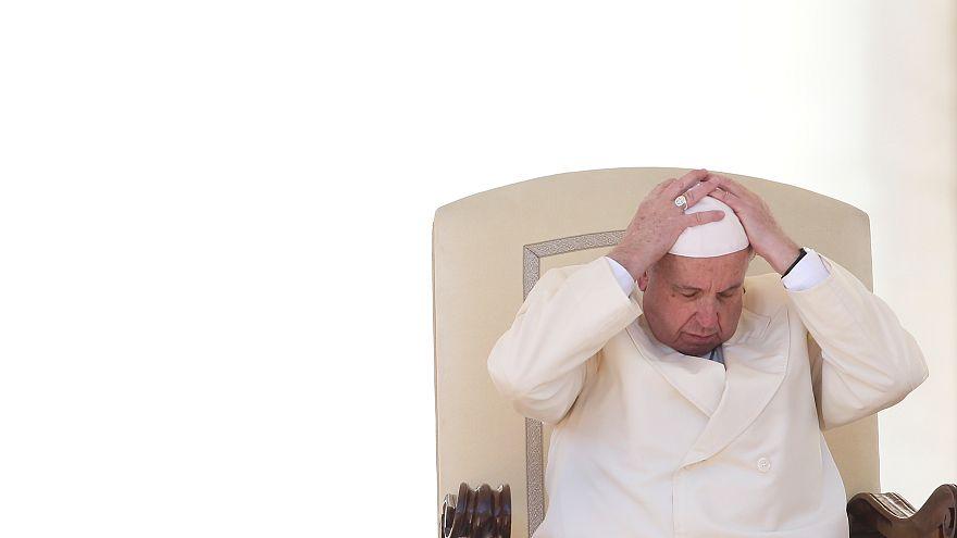 قبعة البابا في مهب الريح