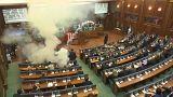 Ismét könnygázt dobtak a koszovói parlamentbe
