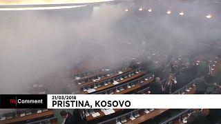 Kosovo: jet de gaz lacrymogène au Parlement
