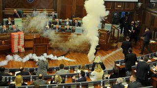 Kosovo: Opposition sprüht Tränengas im Parlament