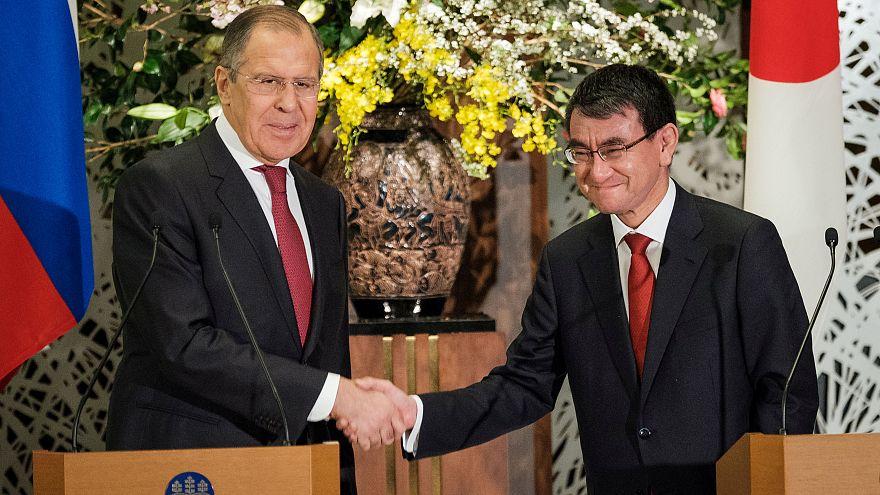 Serguéi Lavrov y Taro Kono