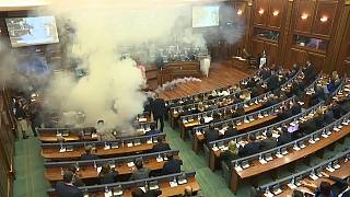 Kosovo, lancio di lacrimogeni in parlamento