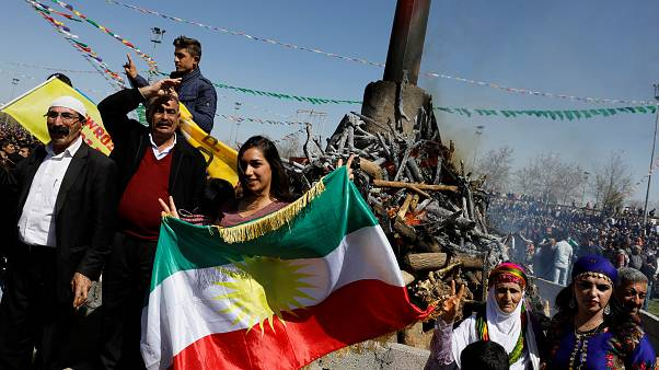 Diyarbakir: Zehntausende Kurden feiern Newroz-Fest