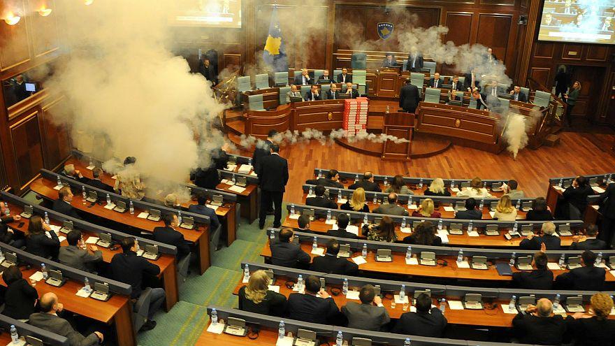 Kosovo: Erneut Tränengas im Parlament