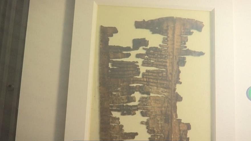 نمایش بخشی از 'طومارهای دریای مرده' در موزه اورشلیم