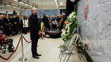 El primer ministro belga durante la ceremonia en el metro de Bruselas