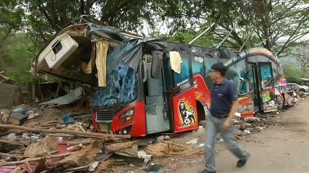 Despiste de autocarro na Tailândia faz 18 mortos