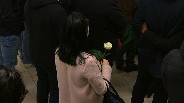 Brüssel: Schweigeminute für Opfer des Terrors – rechtliche Aufarbeitung steht noch aus