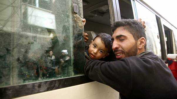 کشته شدن ۲۲ نفر در بمباران و آغاز خروج شورشیان از غوطه شرقی
