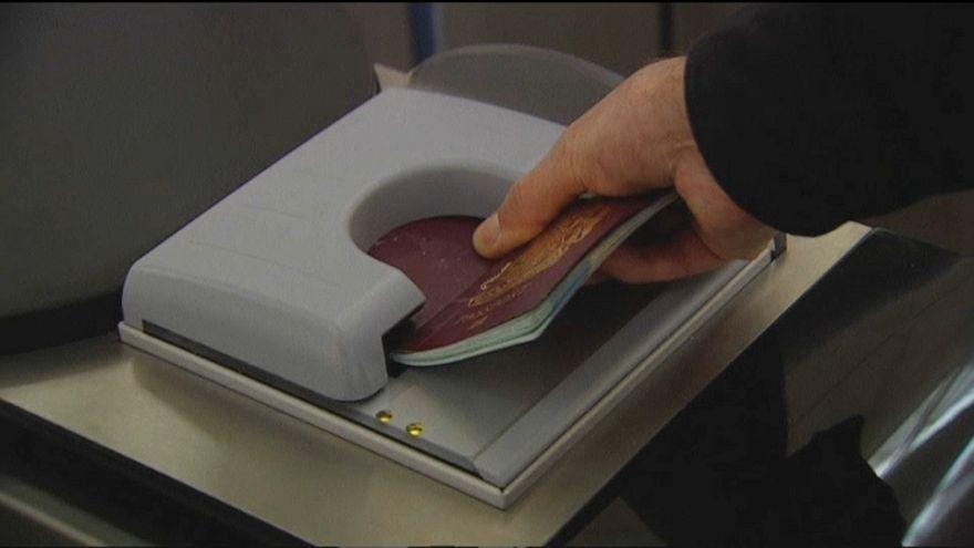 Polémica por la fabricación del nuevo pasaporte británico