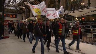 Quinta-feira de greves contra Emmanuel Macron