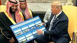 الرئيس الاميركي دونالد ترامب يعرض الاسلحة على ولي العهد محمد بن سلمان