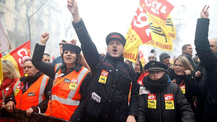 Le modèle social français défendu dans la rue