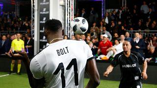 Usain Bolt durante un partido amistoso en Zúrich