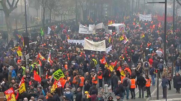 Fransa'da kamu çalışanları öfkeli