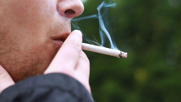 """Regierung kippt Rauchverbot: Österreich der """"Aschenbecher"""" Europas"""