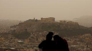 """La Grecia """"invasa"""" da una tempesta di sabbia sahariana"""