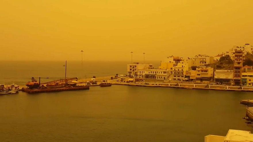 Песчаная буря превратила Грецию в Марс