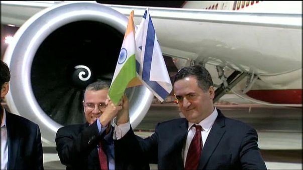 بالفيديو: للمرة الأولى طائرة هندية تصل تل أبيب عبر أجواء السعودية