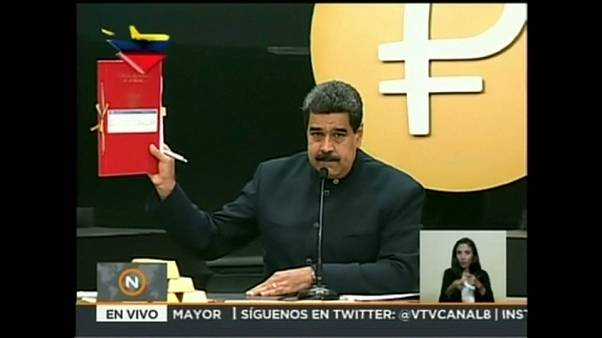 """Venezuela, contro l'iperinflazione Maduro lancia il """"Bolivar sovrano"""""""