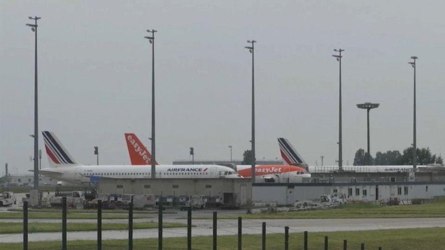 Air France cancels quarter of its flights