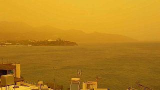 Yunanistan sarıya boyandı