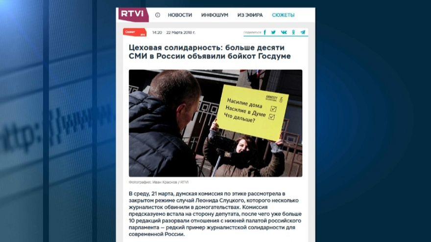 Russia, giornaliste molestate alla Duma