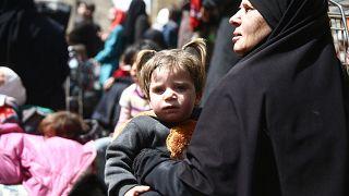 استمرار خروج المدنيين من الغوطة وأنباء عن تسوية في عربين وزملكا وجوبر وعين ترما