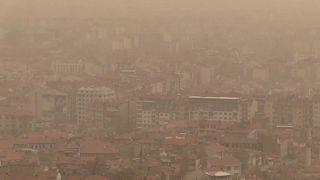 Türkiye'nin batısı tozla kaplandı