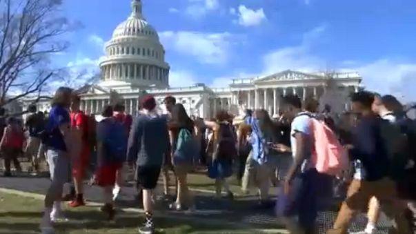 Öğrenciler Washington'da silahlanma yasaları için büyük yürüyüşe hazırlanıyor