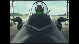 Jato chinês J-20 está pronto a ser usado