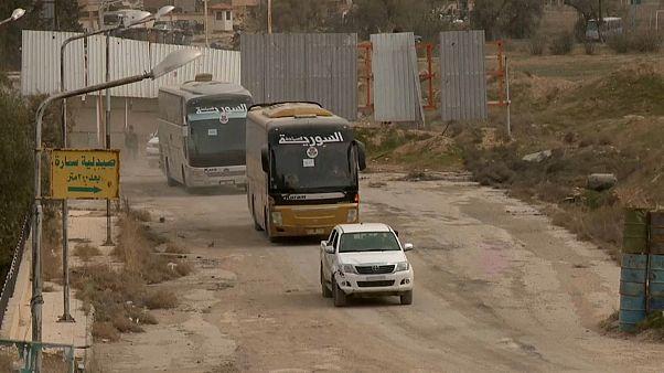100.000 aus Ost-Ghouta evakuiert - in Städte, die auch bombardiert werden