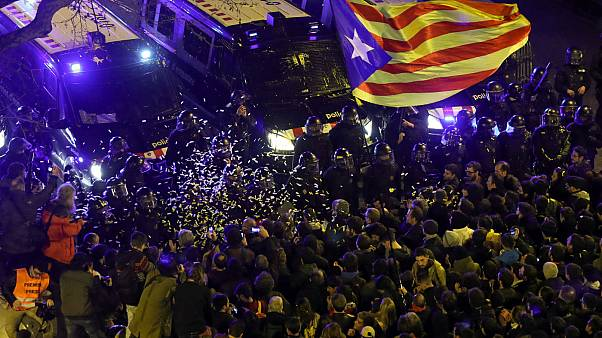 Καταλονία: Στη φυλακή ακόμη 5 πολιτικοί - Διαδηλώσεις σε Μαδρίτη και Βαρκελώνη