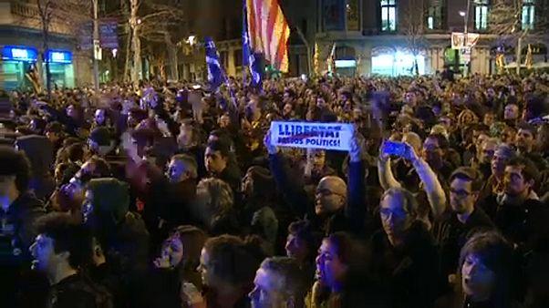 Őrizetben maradnak a katalán vezetők
