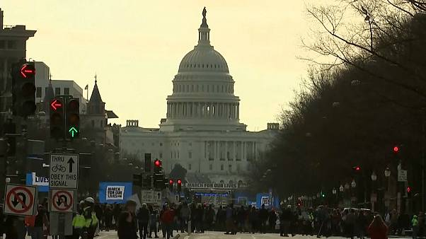 Milhares marcham contra as armas nos EUA