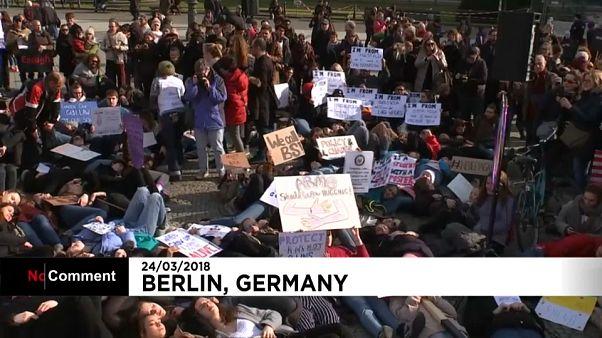 """شاهد: آلاف الألمان يشاركون في مسيرات تضامنا مع """"مسيرة من أجل حياتنا"""" الأمريكية"""