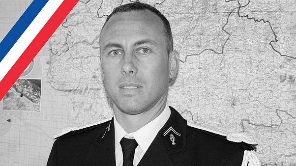 Γαλλία: Τιμές ήρωα στον αστυνομικό Αρνό Μπελτράμ